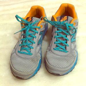 New Balance 512 trail running tennis shoes